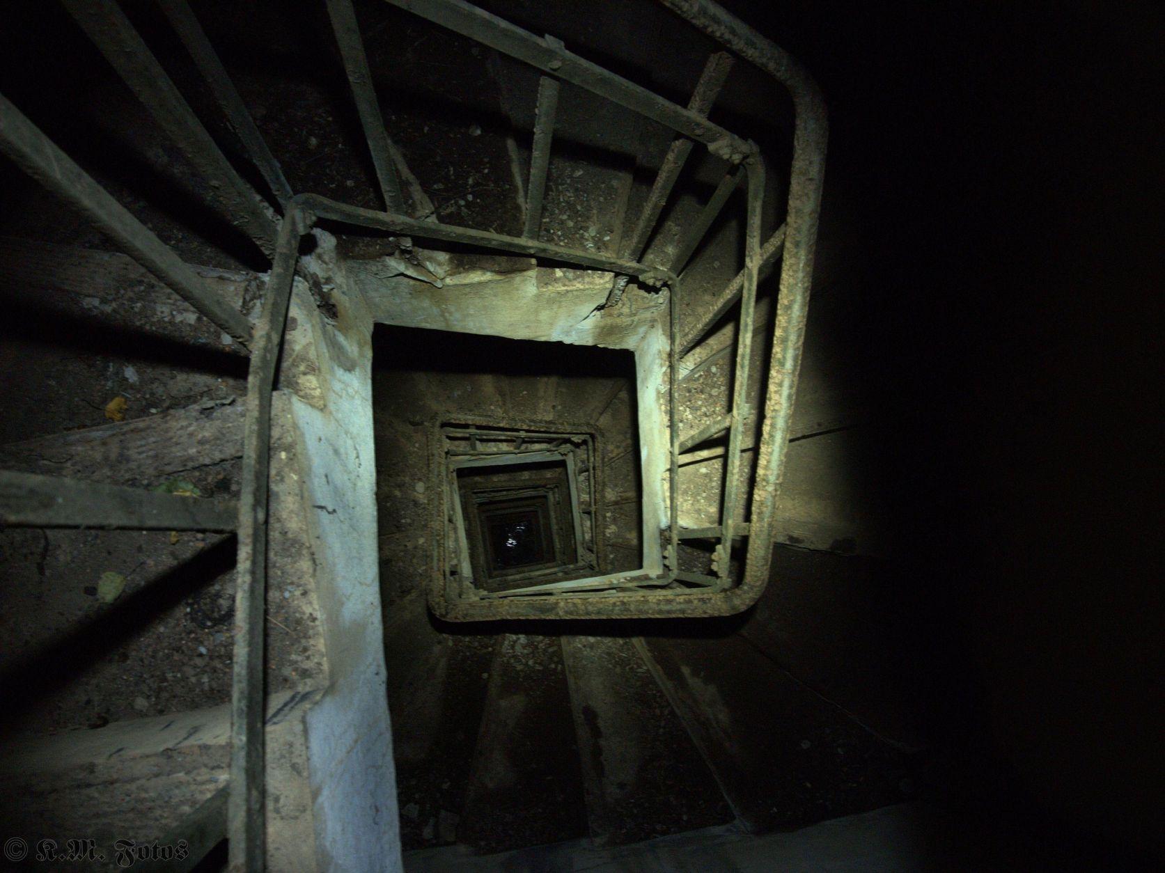 Treppenschacht nach unten