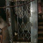 Kabine eines Aufzuges zu einem Kampfblock