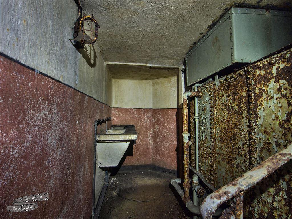 Waschgelegenheit im Untergeschoss des Blockes